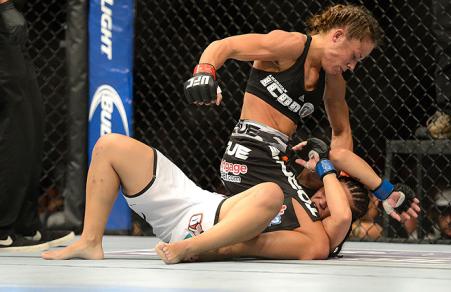 Jéssica foi nocauteada no 2º round. Foto: UFC/Divulgação