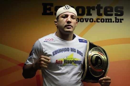 Carlos Eduardo Cachorrão é dono do cinturão do Shooto | Foto: Fábio Lima
