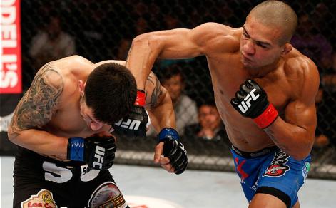 Brandão foi mais agressivo ao longo dos 3 rounds. Foto: UFC/Divulgação