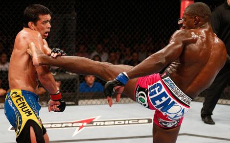 Lyoto e Davis fizeram um duelo bem equilibrado. Foto: UFC/Divulgação