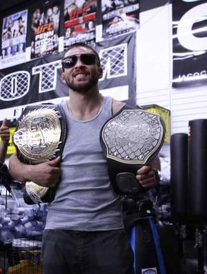 Darrell Montague conquistou dois cinturões na sua carreira de MMA. (Foto: Reprodução/ Facebook)