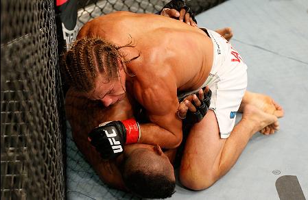 Após um susto no começo da luta, Faber assume o controle. Foto: UFC/Divulgação