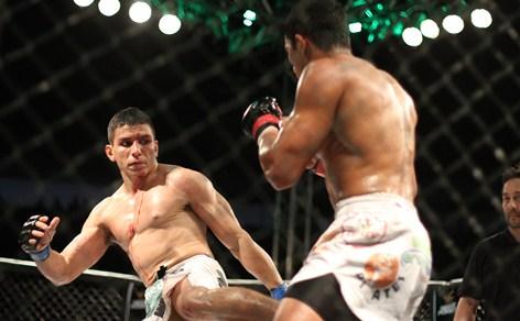 João Victor e Arlen Benks fizeram uma das melhores lutas do OX MMA, em 2013 Foto: Igor de Melo / O POVO