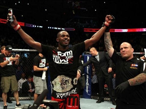 Jon Jones defendeu com sucesso o cinturão dos meio-pesados pela sexta vez. Foto: Divulgação / UFC