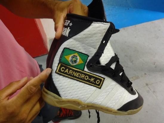 Campeão entrou com bota personalizada
