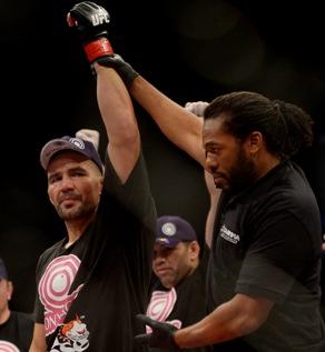 Glover vem de uma sequência de cinco vitórias seguidas. Foto: UFC/Divulgação