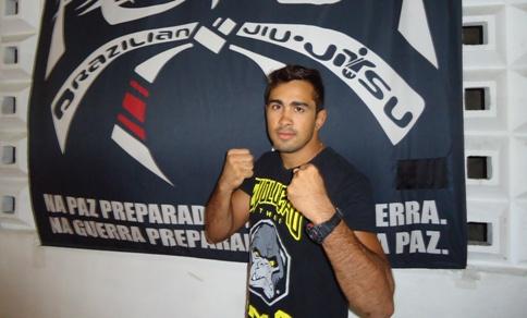 Pepey afiará o seu jogo de trocação e jiu-jitsu em Curitiba. Foto: Bruno Balacó/O POVO