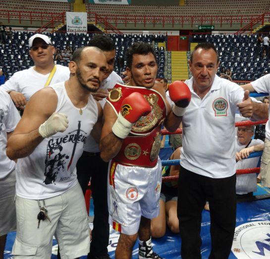 Campeão Joaquim Carneiro ao lado de Paulo Guerreiro