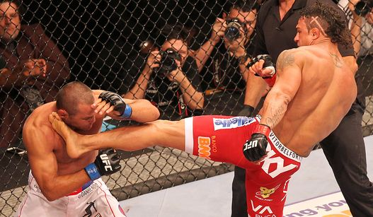Belfort decretou sua vitória com um chute certeiro. Foto: UFC/Divulgação