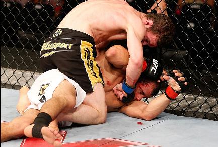 Após vencer os primeiros dois rounds, Sem Chance acabou superado no fim da luta. Foto: UFC/Divulgação