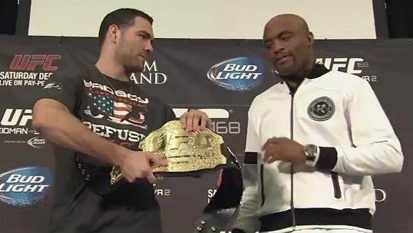 Anderson não quis conversa e evitou tocar no cinturão. Foto: Reprodução