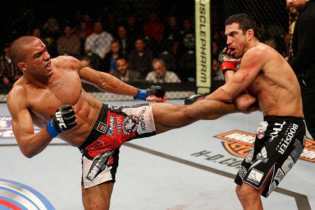 Barboza emplacou mais uma vitória entre os pesos-leves. Foto: UFC/Divulgação