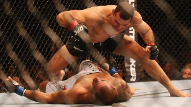 Momento em que Shogun liquida o combate. Foto: UFC/Divulgação