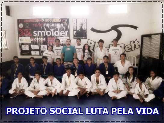 Andrezinho Nogueira com alunos do projeto Luta Pela Vida