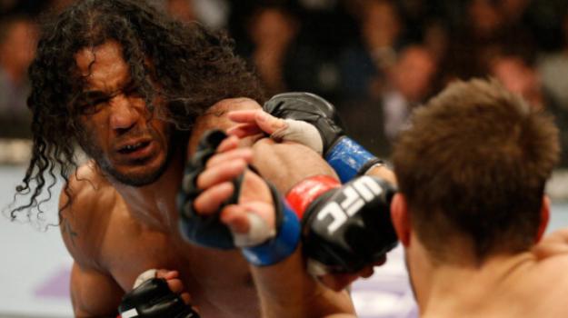 Henderson venceu por decisão dividida dos juízes. Foto: UFC/Divulgação