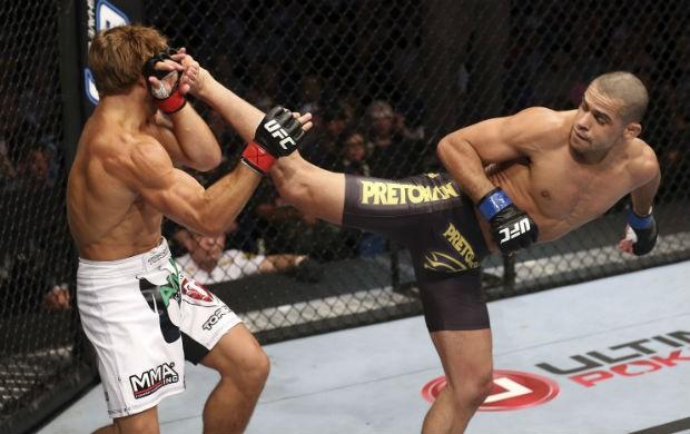 Na 1ª luta contra Faber, Barão dominou e levou a melhor por pontos. Foto: UFC/Divulgação