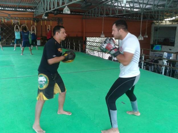 Cachorrão afia boxe com Ricardinho Dias (Boxe Raça) / Foto: Lucas Mota/O POVO