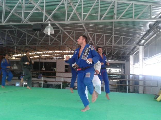 """""""Big Dog"""" durante o treino de jiu-jitsu da Nova União Ceará / Foto: Lucas Mota/O POVO"""