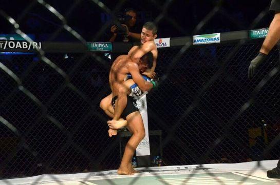 Andrezinho lutou mês passado e conquistou o cinturão do Bitetti Combat, após finalizar com uma guilhotina Erick Silva. Foto: Divulgação