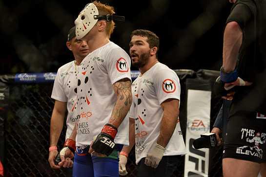 Rony Jason ao lado de Patrício Pitbull e o irmão Yuri Mariano. Foto: UFC/Divulgação