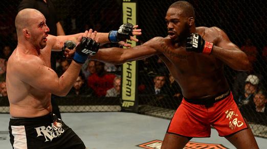 Jones dominou Glover na luta em pé. Foto: UFC/Divulgação