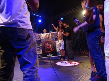 Odali venceu por nocaute e levou o público ao delírio. Foto: Bruno Balacó/O POVO