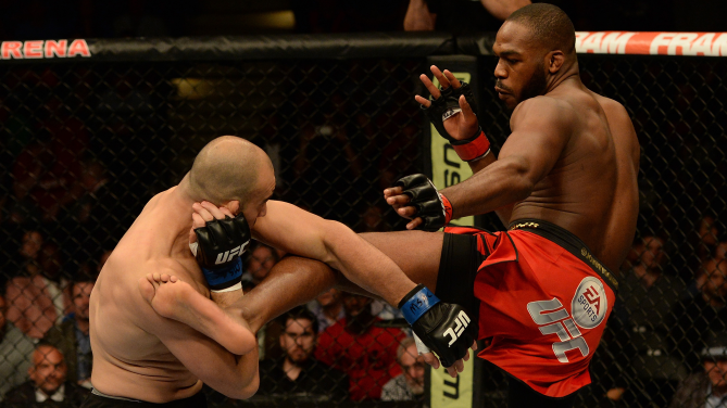 Jones dominou a luta contra Glover. Foto: UFC/Divulgação