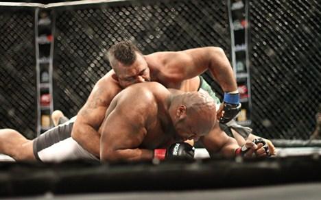 Sapp foi finalizado em 35 segundos de luta, em Fortaleza. Foto: O POVO