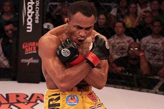 Fabiano Jacarezinho após vitória no Jungle Fight | Foto: divulgação