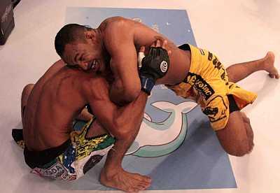 Jacarezinho em ação contra Patrick Tavares | Foto: divulgação