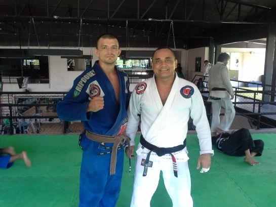 Leandro Naja ao lado do mestre Guilherme Santos | Foto: Lucas Mota/O POVO