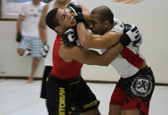 Hacran durante treino com José Aldo. Foto: divulgação