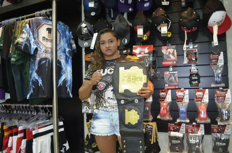 Sucuri detém o cinturão da categoria feminina do Bitetti Combat. Foto: Arquivo Pessoal
