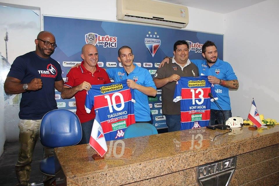 Tiago Marques e Rony Jason no momento do anúncio da renovação de contrato. Foto: Arquivo Pessoal de Tiago Marques