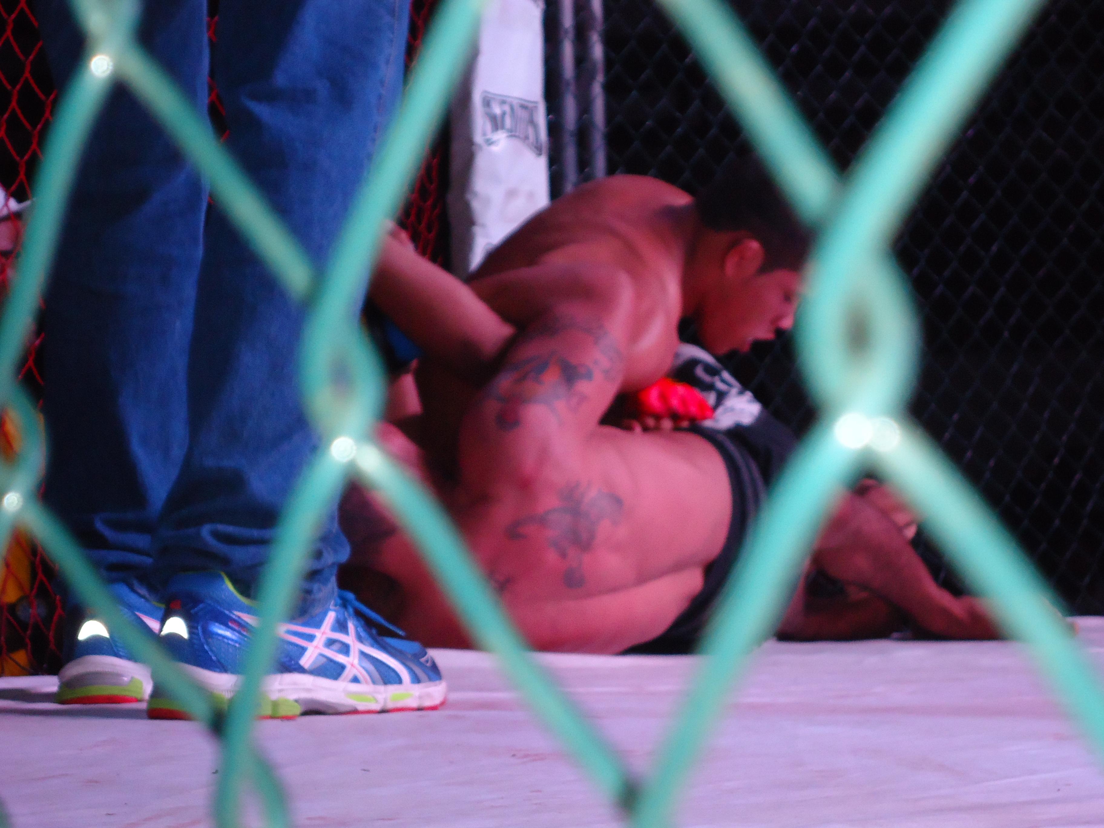 Eric dominou na luta em pé e também no solo. Foto: Bruno Balacó/O POVO