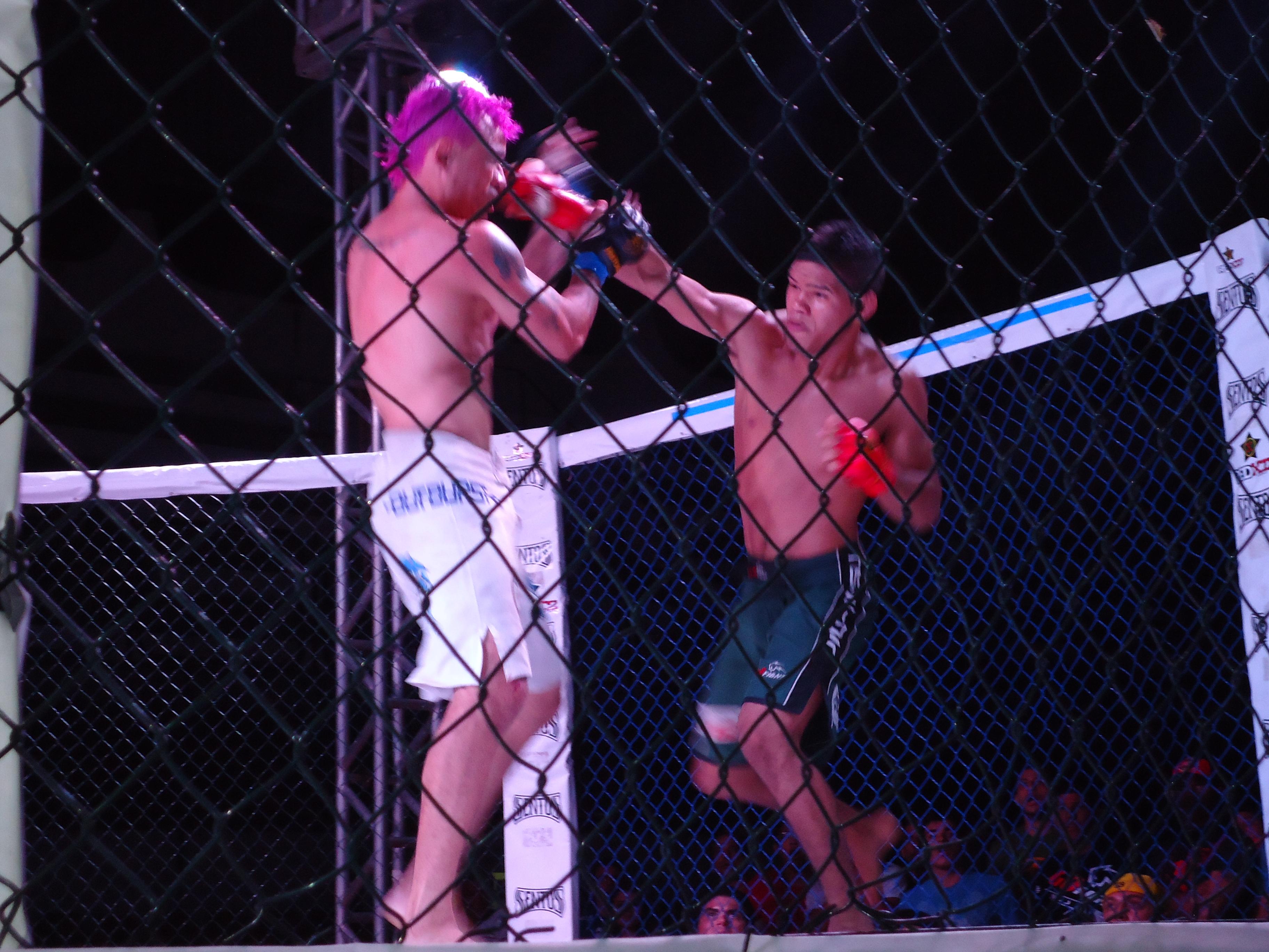 Na semifinal, Eric derrotou Gildázio após ampla superioridade no 1° round. Foto: Bruno Balacó/O POVO