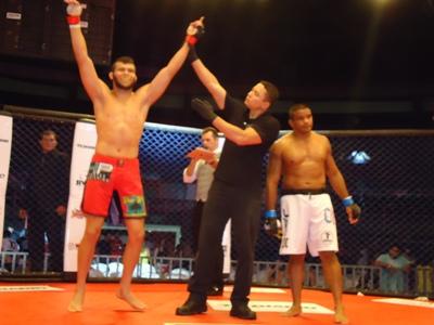 Breno Ceará conquistou vitória relâmpago sobre o ex-UFC Hermes França. Foto: Bruno Balacó