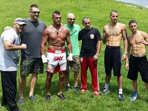 Vitor e seus parceiros de treino | Foto: reprodução