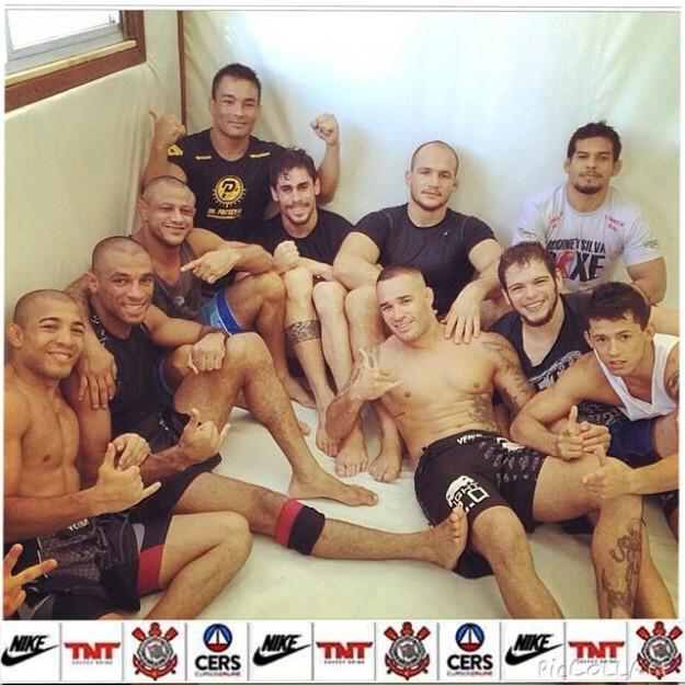 Cigano com os companheiros de treino da Nova União | Foto: reprodução