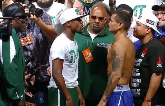 Floyd Mayweather e Marcos Maidana se encaram na pesagem oficial | Foto: reprodução
