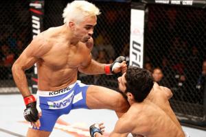 Pepey vem de três vitórias seguidas. A primeira delas, nocaute sobre Noad Lahat.  UFC/Divulgação