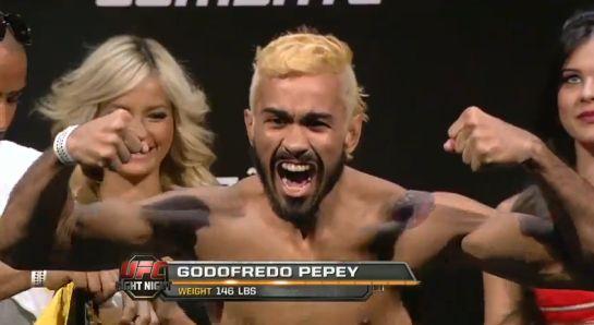 Pepey durante a pesagem do UFC em Brasília   Foto: reprodução