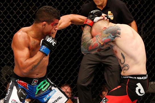 Durinho em ação contra Stahl | Foto: UFC/Divulgação