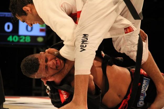 Leandro Lo finalizou Durinho após 20 minutos de combate | Foto: Erik Engelhart