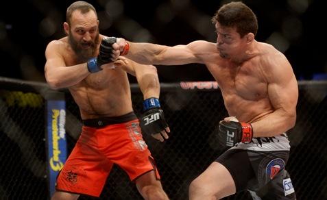 Caio conectou golpes duros no americano. Foto: Divulgação Alexandre Loureiro / Inovafoto / UFC