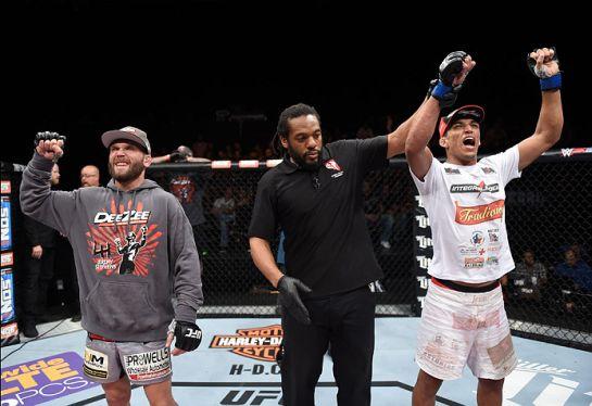 Charles venceu Stephens por pontos | Foto: UFC/Divulgação