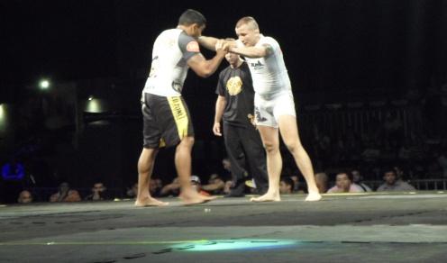 Gasparzinho e Hermes duelaram por 15 minutos, mas a luta não teve vitorioso. Foto: Bruno Balacó/OCPOVO