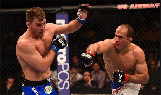 Cigano em ação contra Miocic   Foto: UFC/Divulgação
