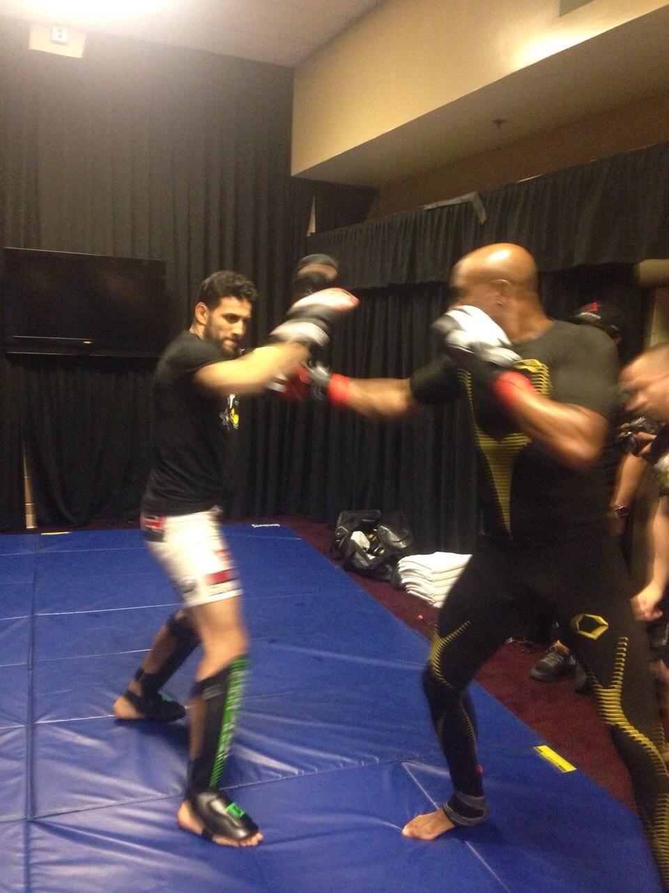 Anderson Silva não quis saber de descanso em sua chegada em Las Vegas. Foto: Reprodução