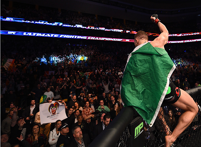 Aldo acompanha comemoração de Conor McGregor. Foto: UFC/Divulgação